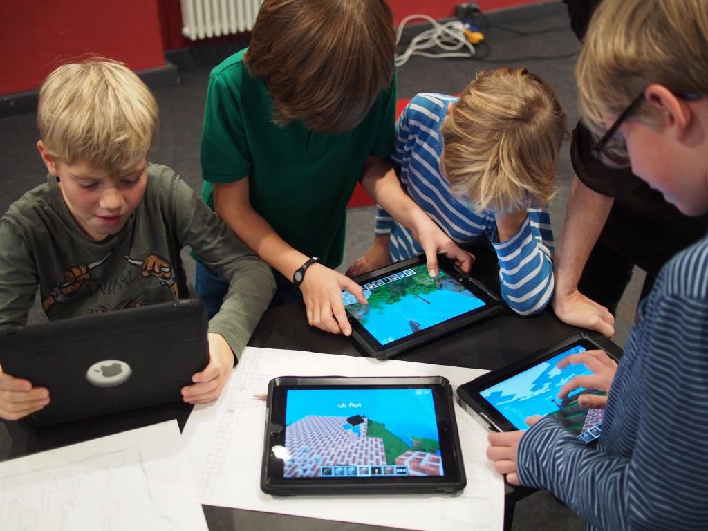 Die Nutzung der Tablets statt PCs führt zu einer spielerischen Atmosphäre als in den anderen Workshops.